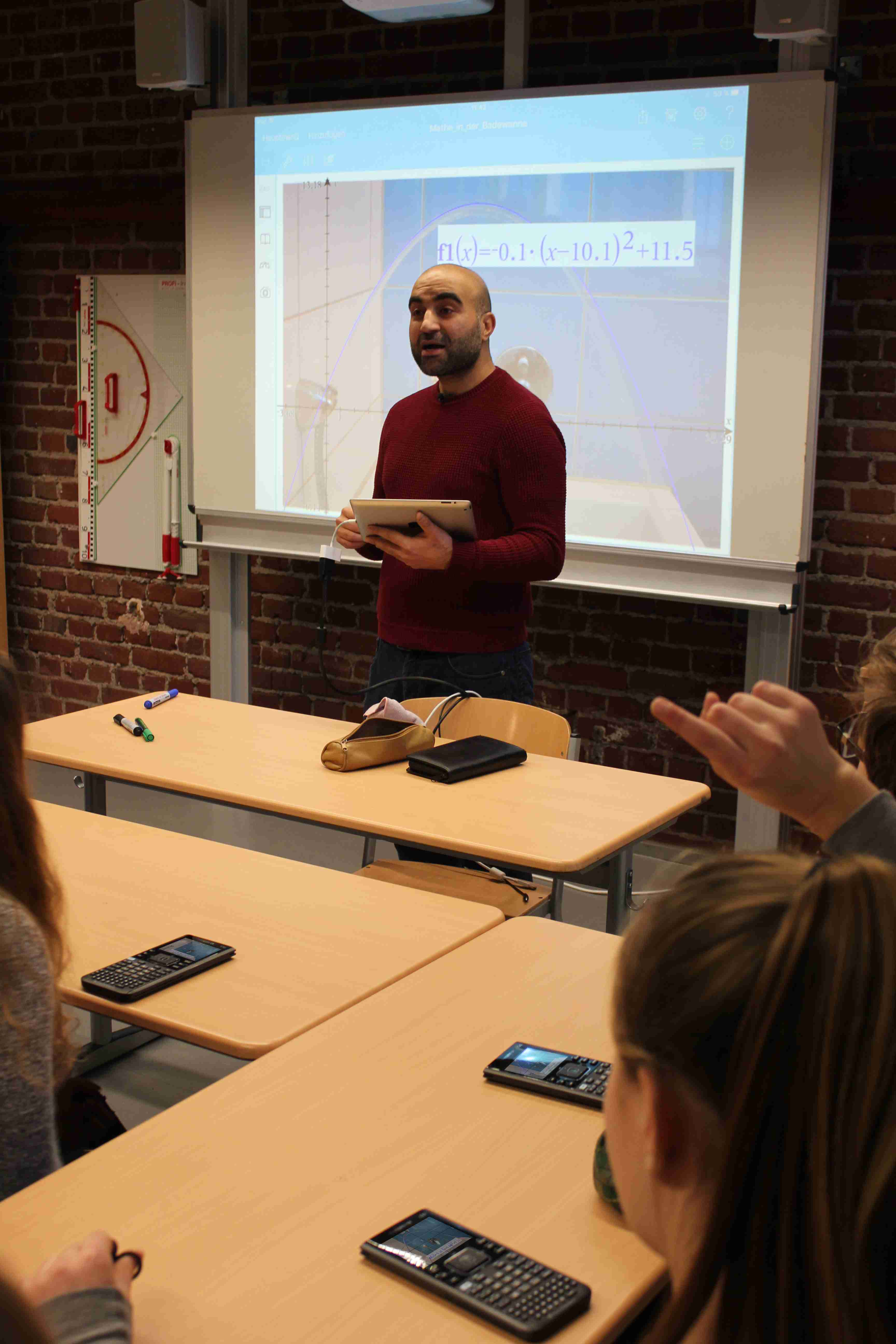 TI-Nspire™ macht Schule! … mit App, Graphikrechner und Software.